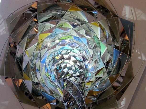 Ich kann mich nicht dran satt sehen - und fotografieren, am 'Wirbelwind' von Olafur Eliasson