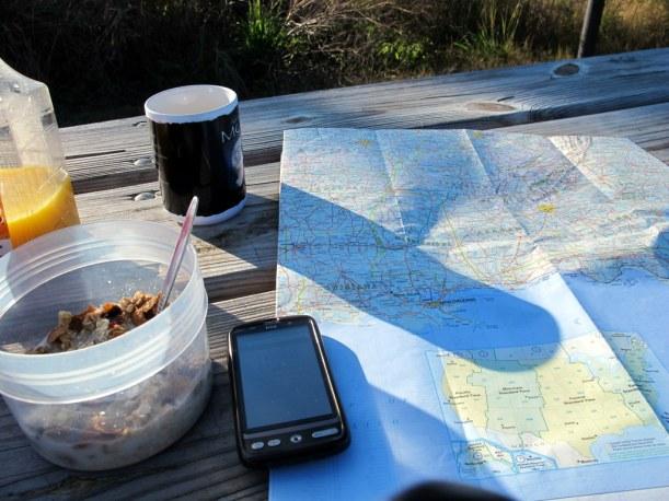 Reiseroute planen beim Frühstück, Alabama