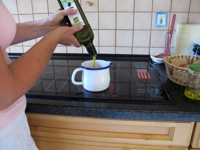 Wichtigste Grundlage für alle von uns erstellten Antipasti ist das 'fingerwarme' Olivenöl mit Knoblauch!