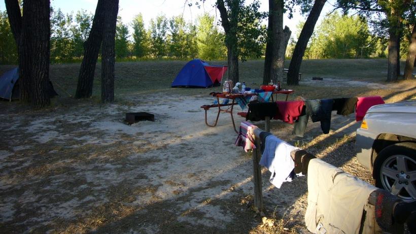Ich mag sie, diese gemütlichen 'Laundry-days' auf Campingplätzen. Meist einer der wenige Tage, an denen das Zelt an Ort und Stelle bleibt, Zeit ist das Auto mal aufzuräumen, zu lesen, Reisetagebuch aufzufüllen oder einfach nur die Seele baumeln lassen!