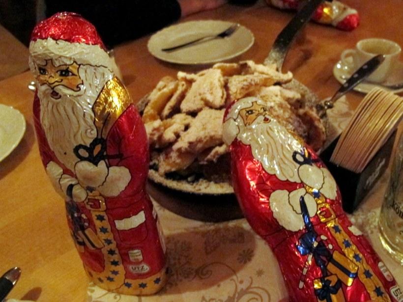 ...das viele Essen wirft auch den stärksten Nikolaus um...