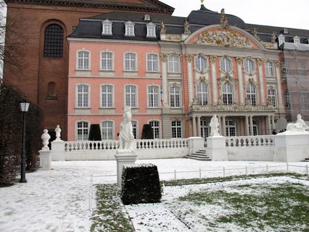 Kurfürstliches Palais, Palastgarten und Basilika